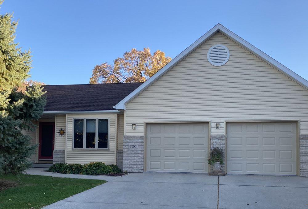 300 W Oak St, Cottage Grove, WI 53527 - #: 1896277