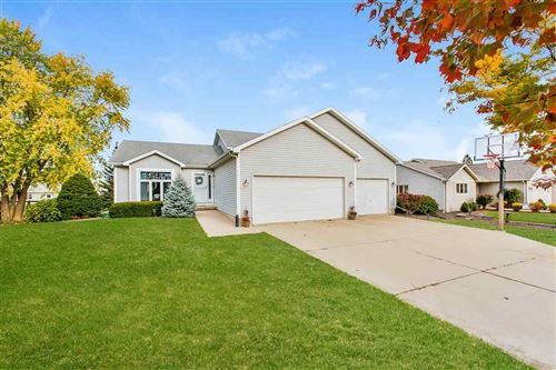 Photo of 639 N Woods Edge Dr, Oregon, WI 53575 (MLS # 1896285)
