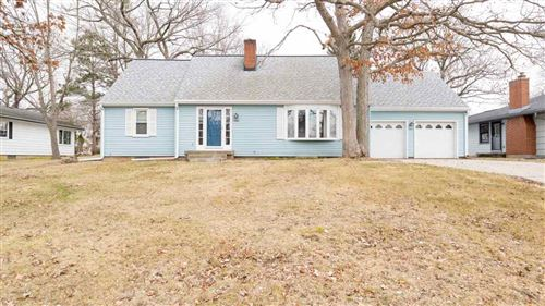 Photo of 2307 Yellowstone Ave, Portage, WI 53901 (MLS # 1880294)