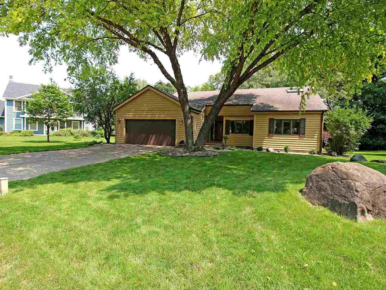 5806 Forest View Ct, Fitchburg, WI 53711 - #: 1915301