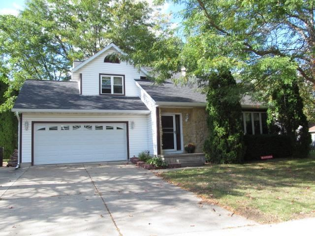Photo for 815 Spahn Dr, Waunakee, WI 53597 (MLS # 1920307)