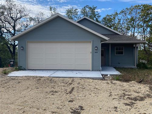 Photo of 909 Sutherland Ave, Janesville, WI 53545 (MLS # 1922308)