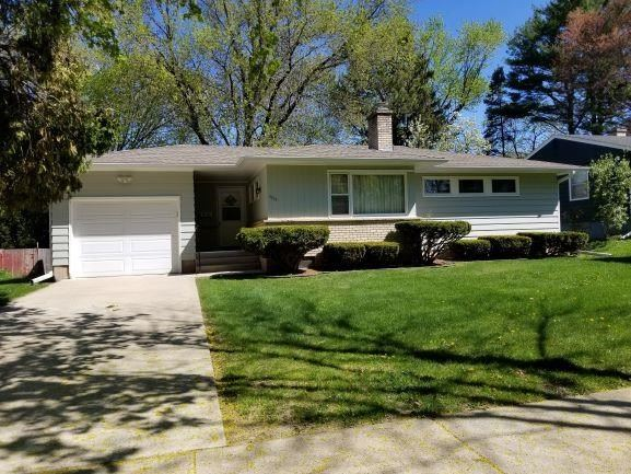 Photo for 5014 Sherwood Rd, Madison, WI 53711-1112 (MLS # 1908308)