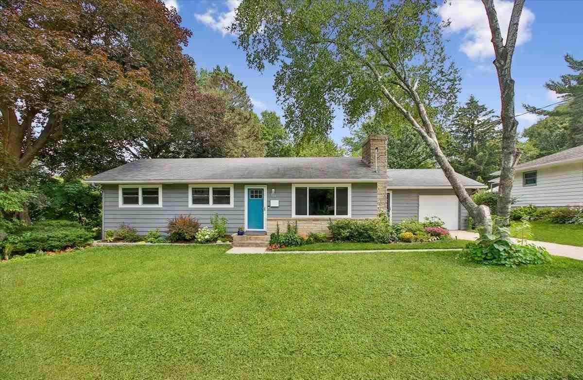 Photo for 521 Hilltop Dr, Madison, WI 53711 (MLS # 1915308)