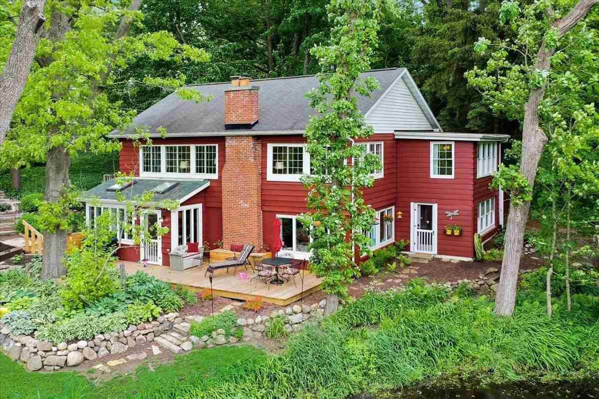 f_1910316 Real Estate in 53534 zip code