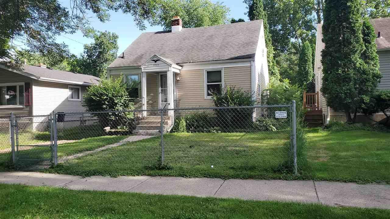 2825 Dahle St, Madison, WI 53704 - #: 1888327