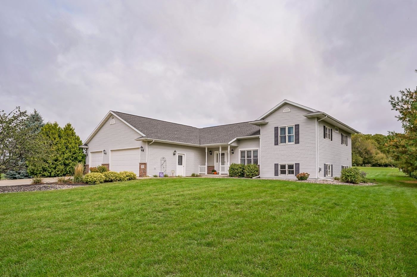 Photo for 5165 Preservation Pl, Sun Prairie, WI 53590 (MLS # 1921333)