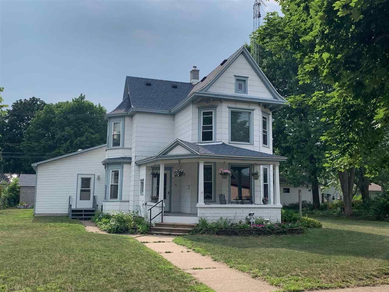 417 S Wacouta Ave, Prairie du Chien, WI 53821-9999 - #: 1915351
