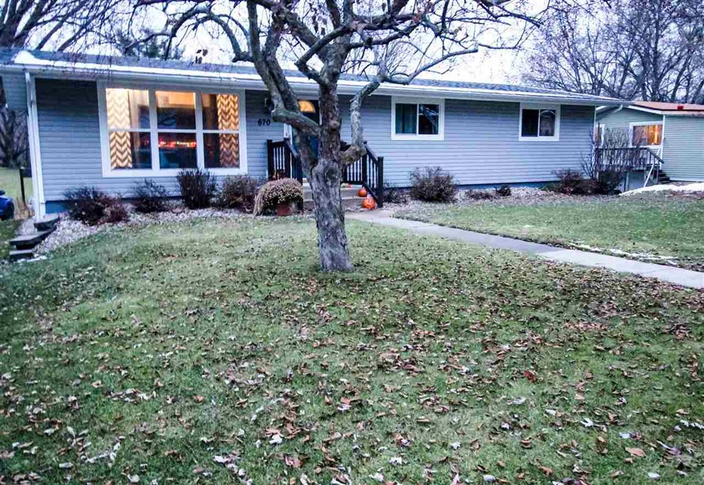 670 S Cairns Ave, Richland Center, WI 53581 - #: 1872352