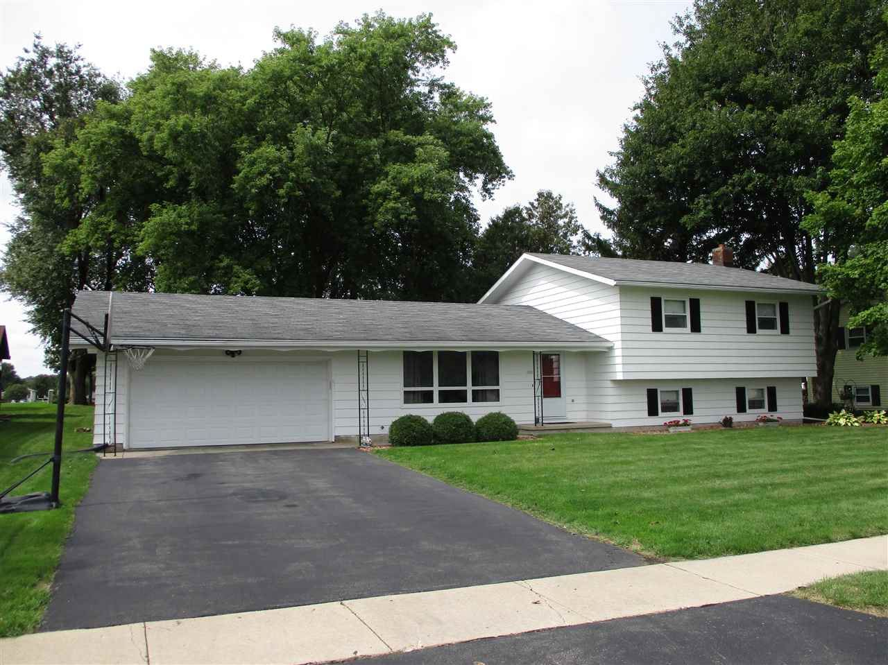 324 S CLEVELAND Ave, De Forest, WI 53532-0000 - #: 1893352
