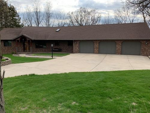 Photo of 5237 N Northwood Trace, Janesville, WI 53545 (MLS # 1907360)