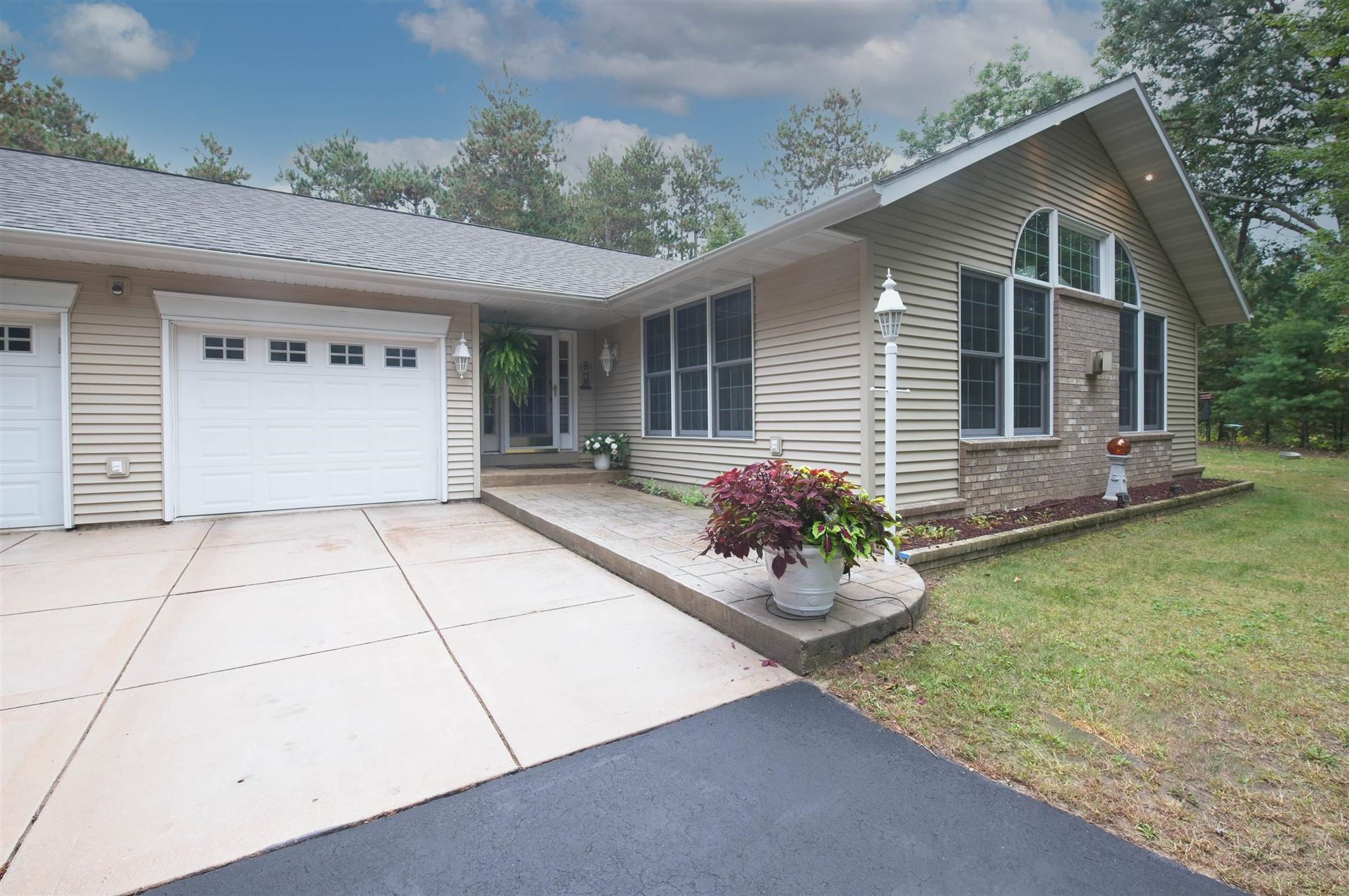 S2123 Pine View Ct, Baraboo, WI 53913 - #: 1920362