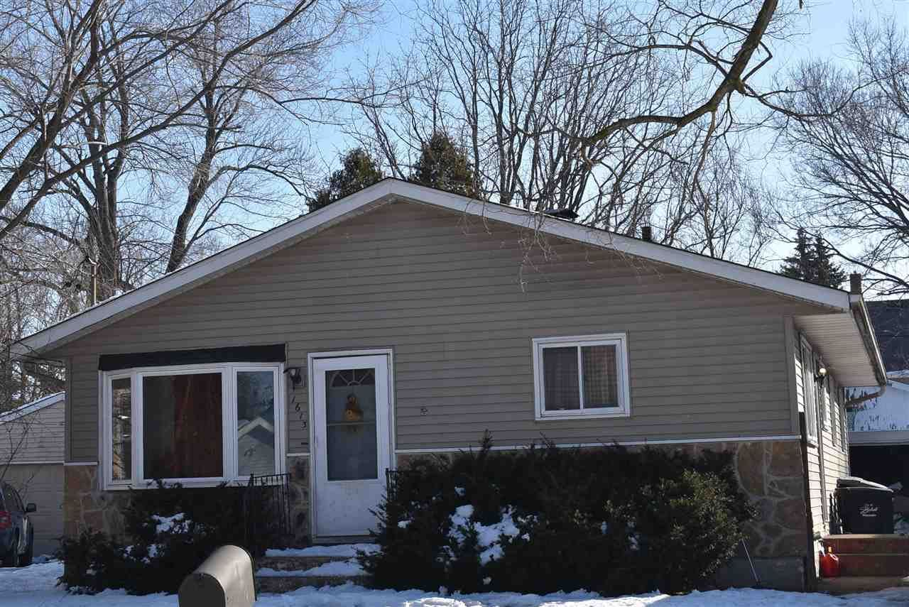 1613 Bluff St, Beloit, WI 53511 - #: 1877368