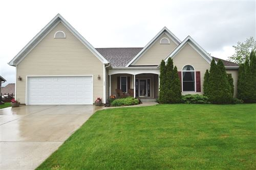 Photo of 1322 Chadsworth Dr, Sun Prairie, WI 53590-4465 (MLS # 1884373)