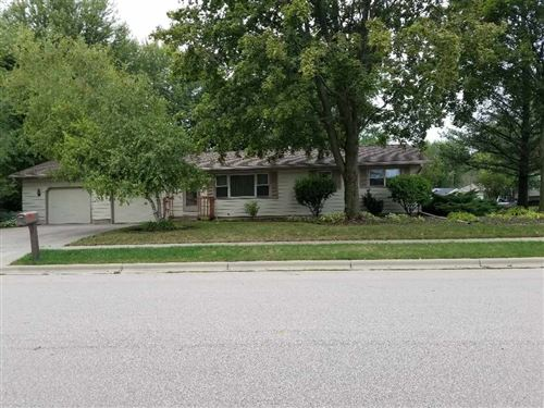 Photo of 450 Woodview Dr, Sun Prairie, WI 53590 (MLS # 1893374)