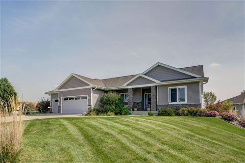 Photo of 1339 Heritage Ln, Sun Prairie, WI 35903-028 (MLS # 1894381)