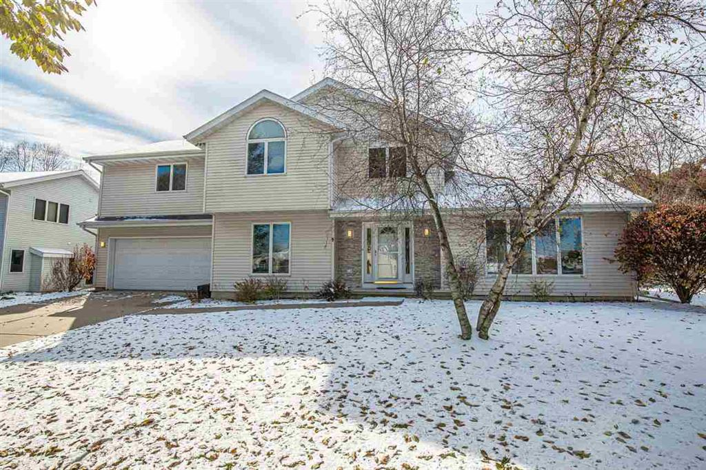 Photo for 5 Snowflake Ct, Madison, WI 53719 (MLS # 1872381)