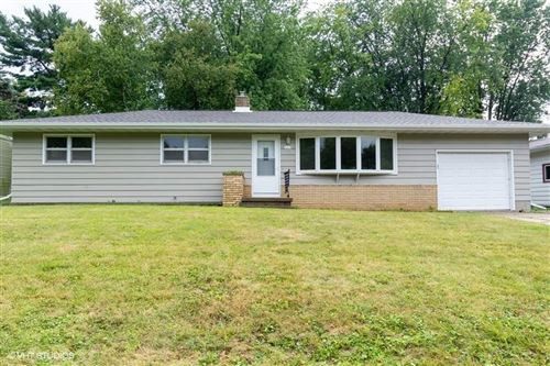 Photo of 527 Lincoln Dr, Sun Prairie, WI 53590 (MLS # 1893382)