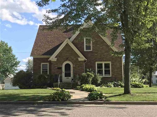 Photo of 402 10th St, Baraboo, WI 53913 (MLS # 1874384)