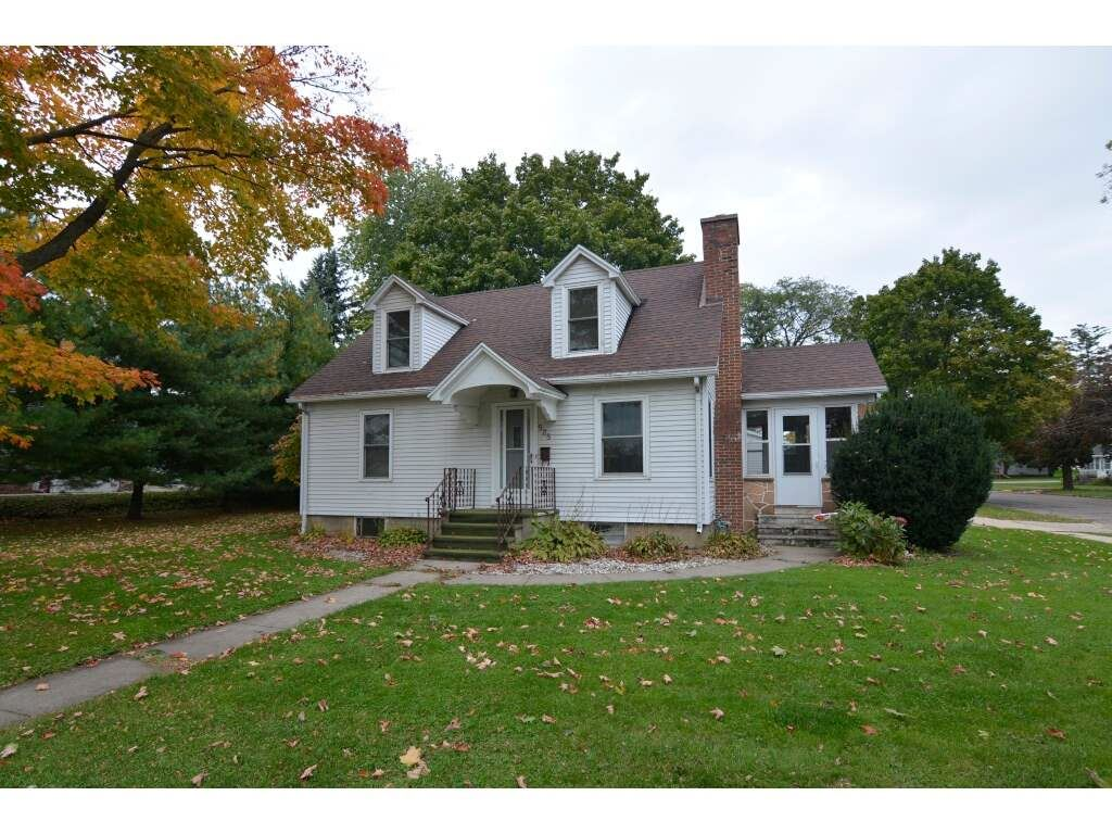 525 8th St, Baraboo, WI 53913 - #: 1870384