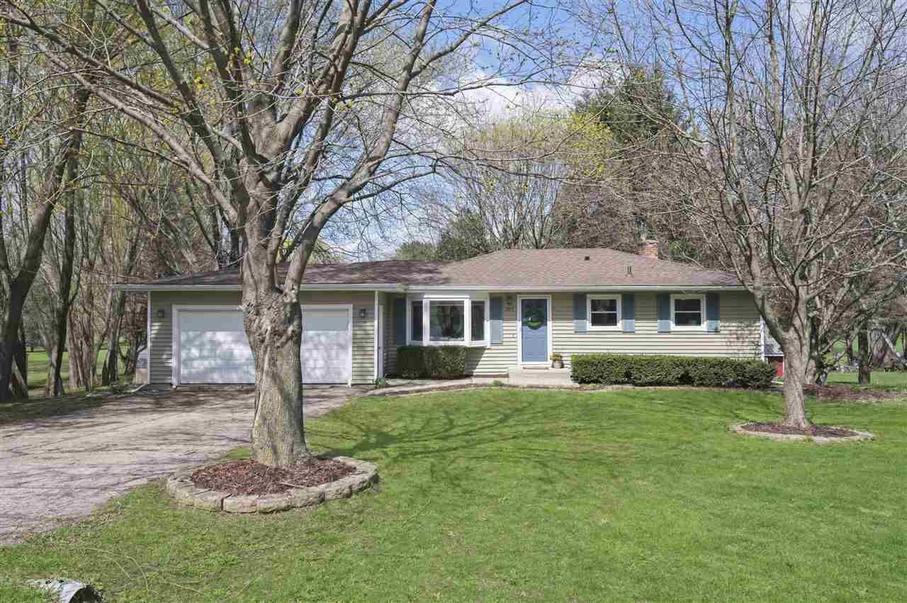 3253 Mansion Cir, McFarland, WI 53558 - #: 1906385