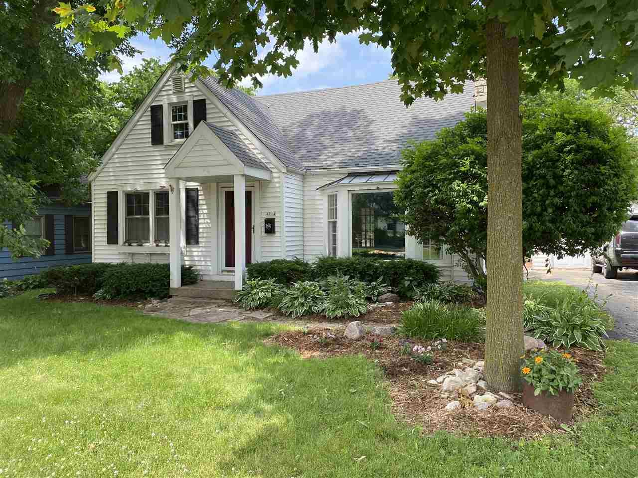 4214 W Mineral Point Rd, Madison, WI 53705 - #: 1886389