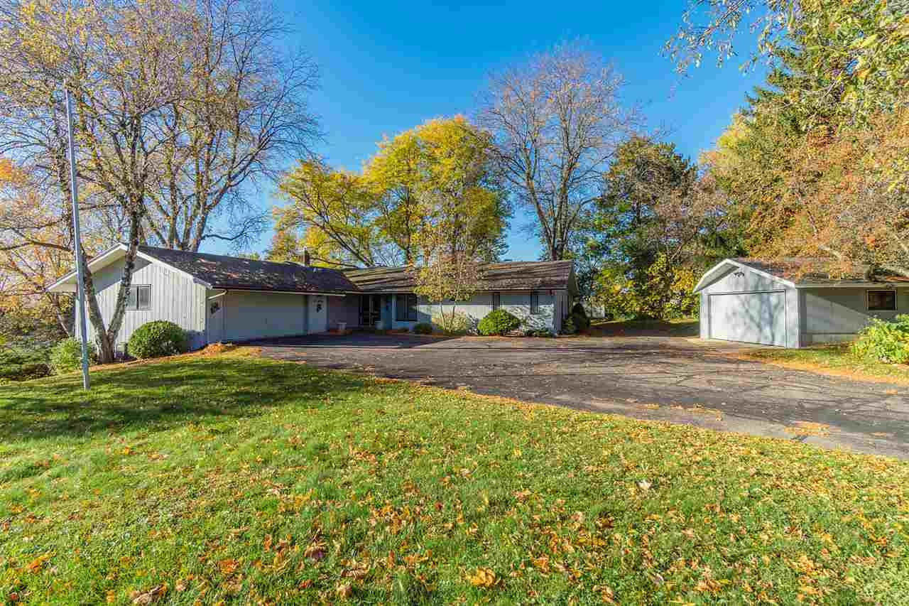 440 16th St, Baraboo, WI 53913 - #: 1896391