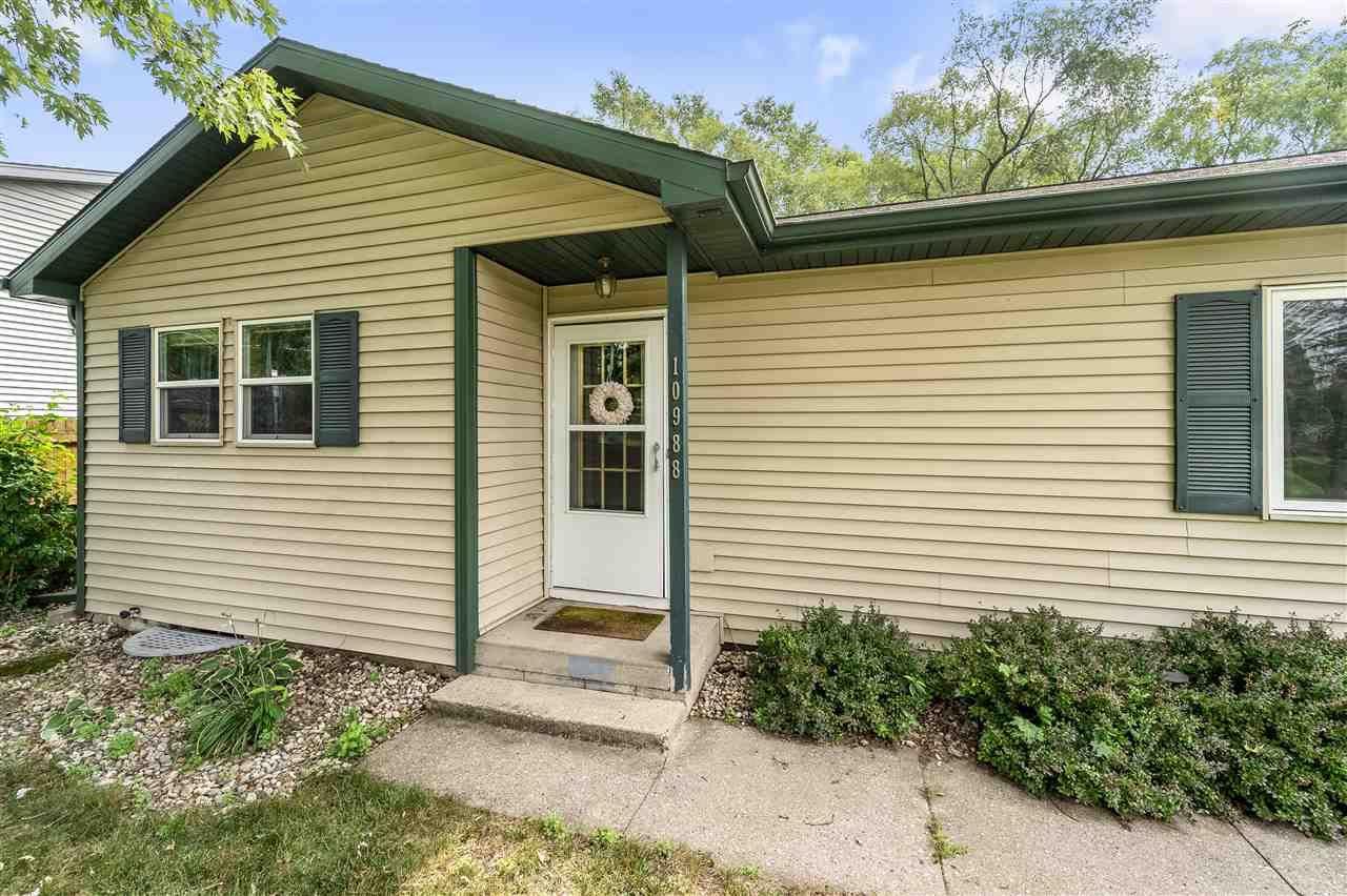 f_1915403_02 Real Estate in 53534 zip code