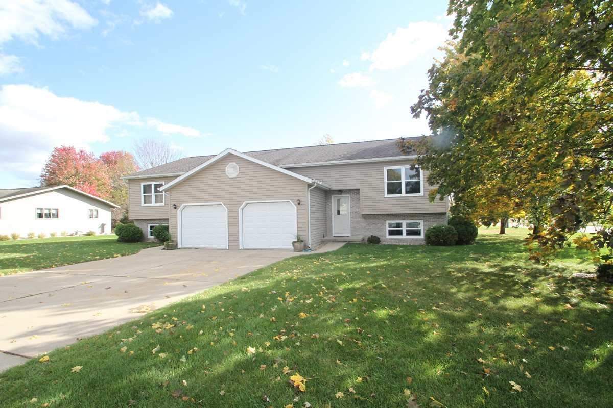 1625-1627 Fairview Ln, Prairie du Sac, WI 53578 - #: 1894408