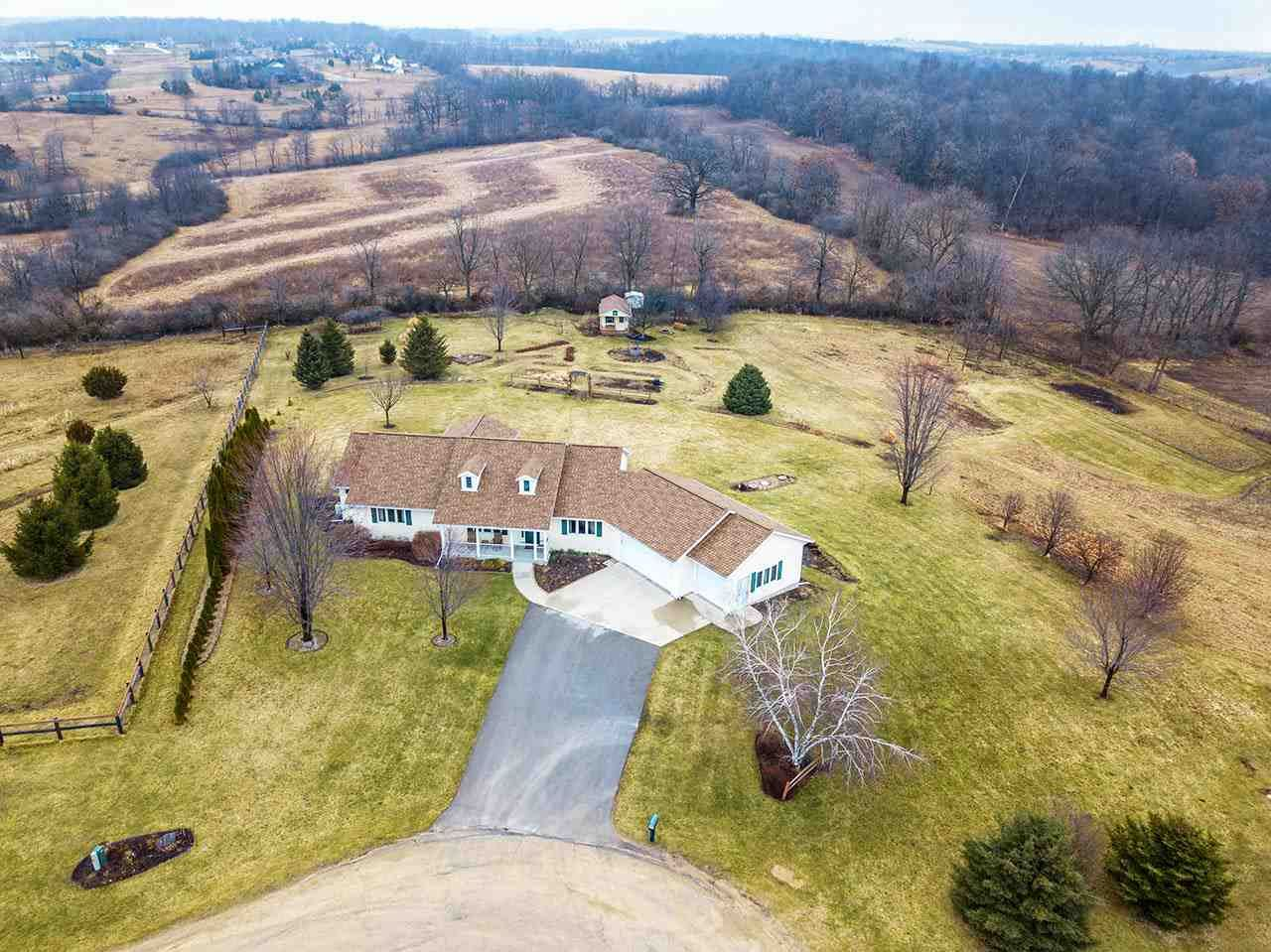 W5220 Highland Dr, New Glarus, WI 53574 - #: 1880415