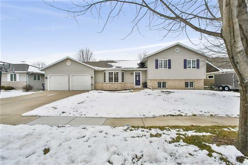 Photo of 906 Pasadena Pky, Waunakee, WI 53597 (MLS # 1899417)