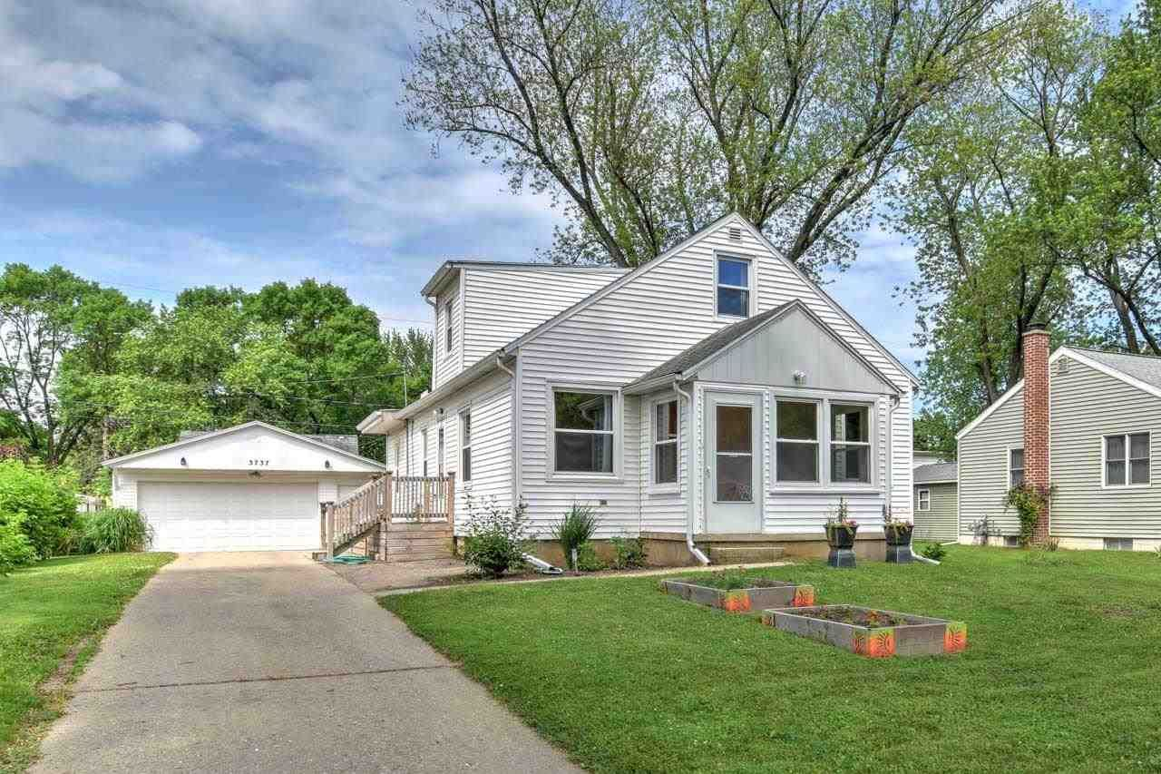 Photo for 3737 Clover Ln, Madison, WI 53714 (MLS # 1911421)