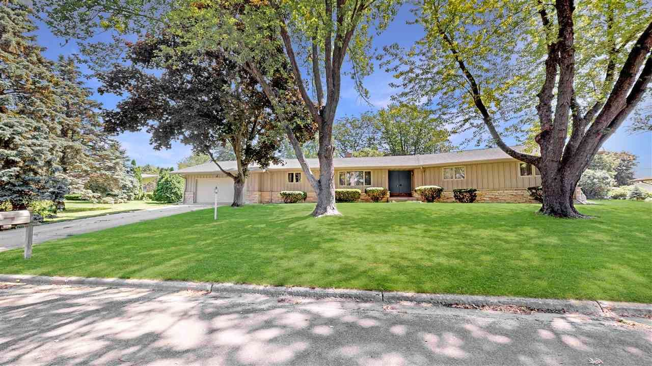 349 S Woodland Dr, Whitewater, WI 53190 - #: 1895423