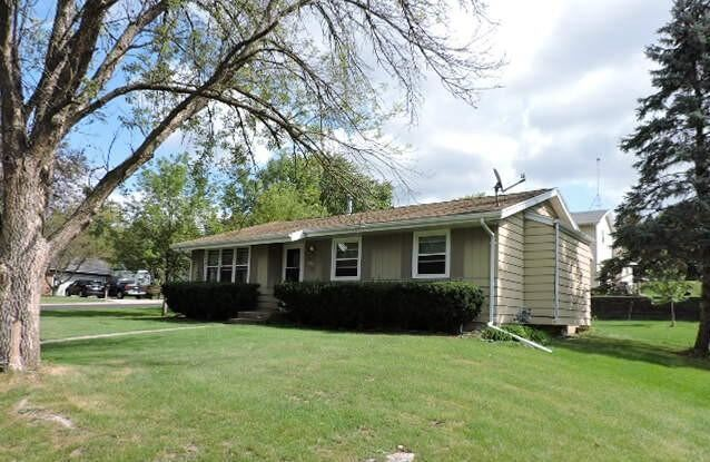 1525 Greencrest Dr, Watertown, WI 53098 - #: 377427