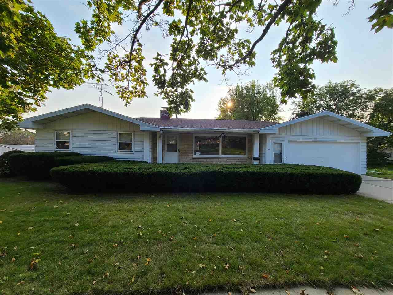 2504 18th Ave, Monroe, WI 53566 - #: 1894429