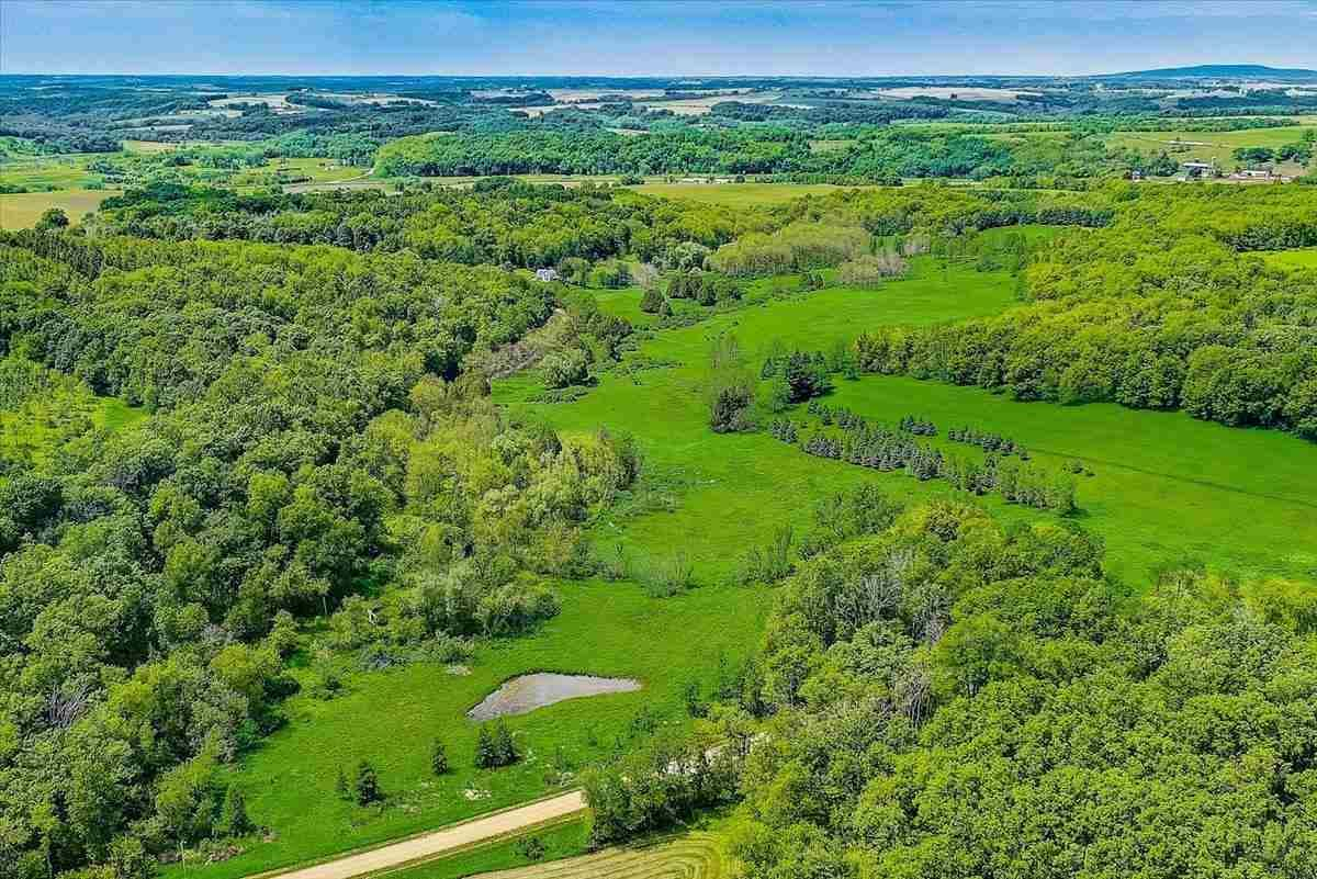 Photo for 201 N Hay Hollow Road, Mount Horeb, WI 53572-3259 (MLS # 1910436)