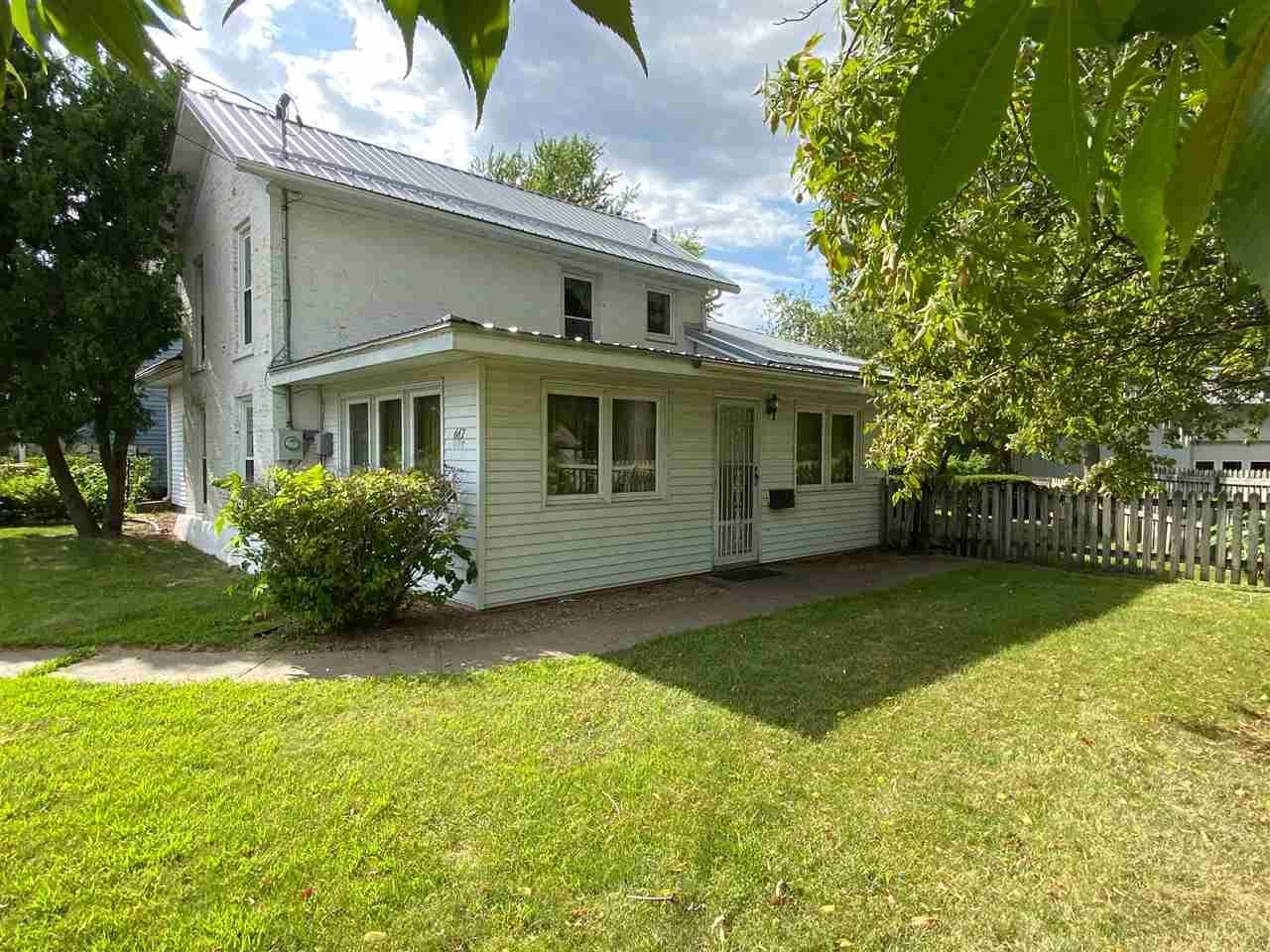 667 E Blackhawk Ave, Prairie du Chien, WI 53821 - #: 1889437