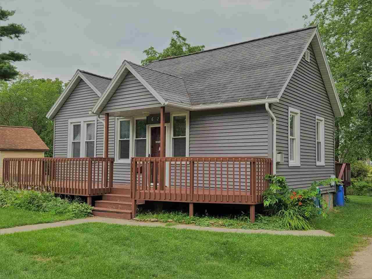 628 E Edgewater St, Portage, WI 53901 - #: 1914439