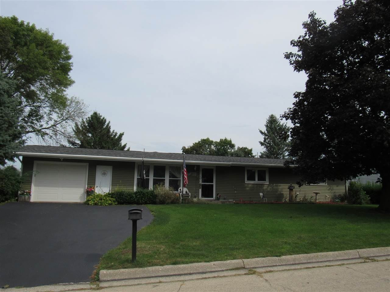 2574 5th Ave, Monroe, WI 53566 - #: 1868443