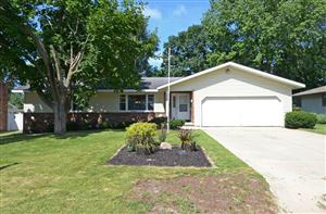 Photo of 2302 Woodcrest Dr, Portage, WI 53901 (MLS # 1863454)