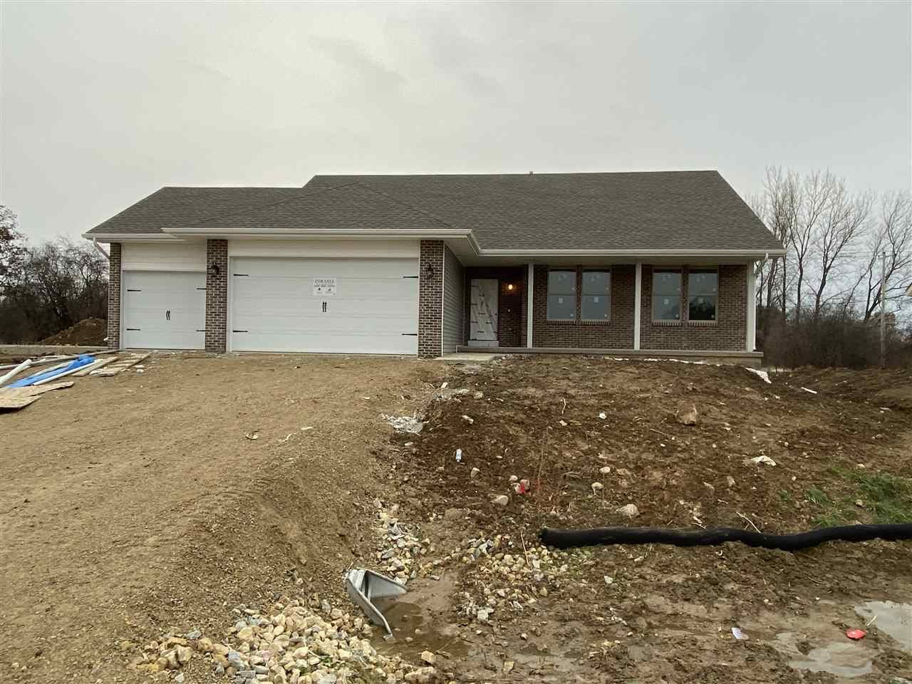 811 E Superior Dr, Edgerton, WI 53534 - MLS#: 1865454