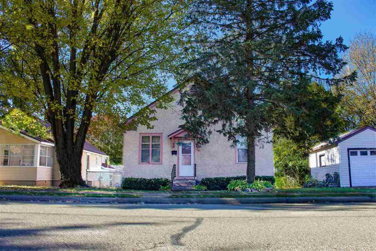 817 N Beaumont Rd, Prairie du Chien, WI 53821-1005 - #: 1899454