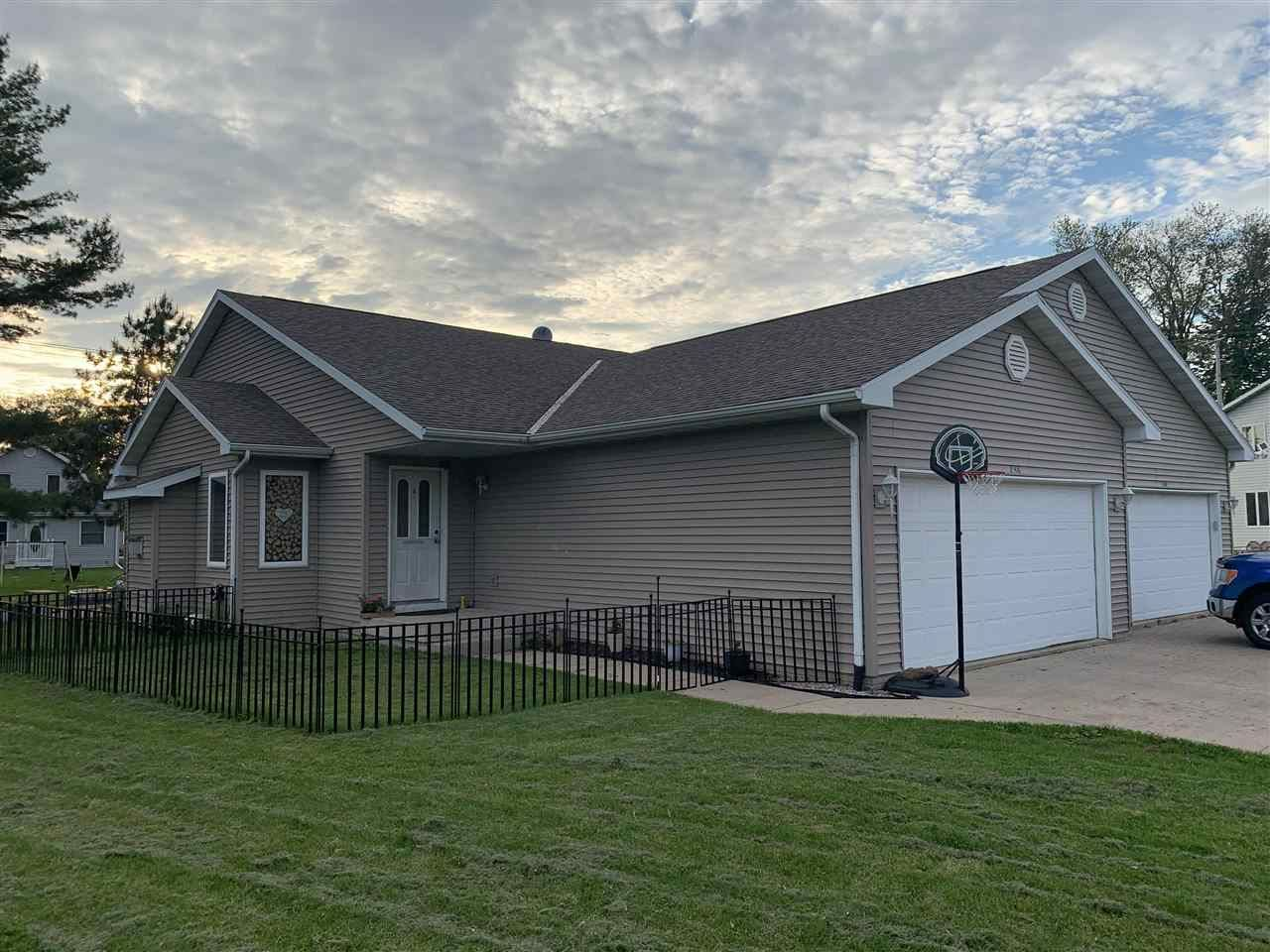 238 Niehoff Dr, Fall River, WI 53932 - #: 1910454
