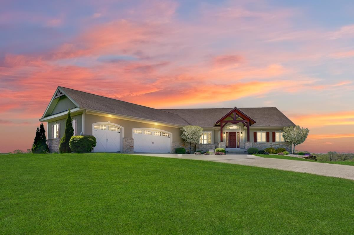 357 Perry Center Rd, Mount Horeb, WI 53572 - #: 1908455