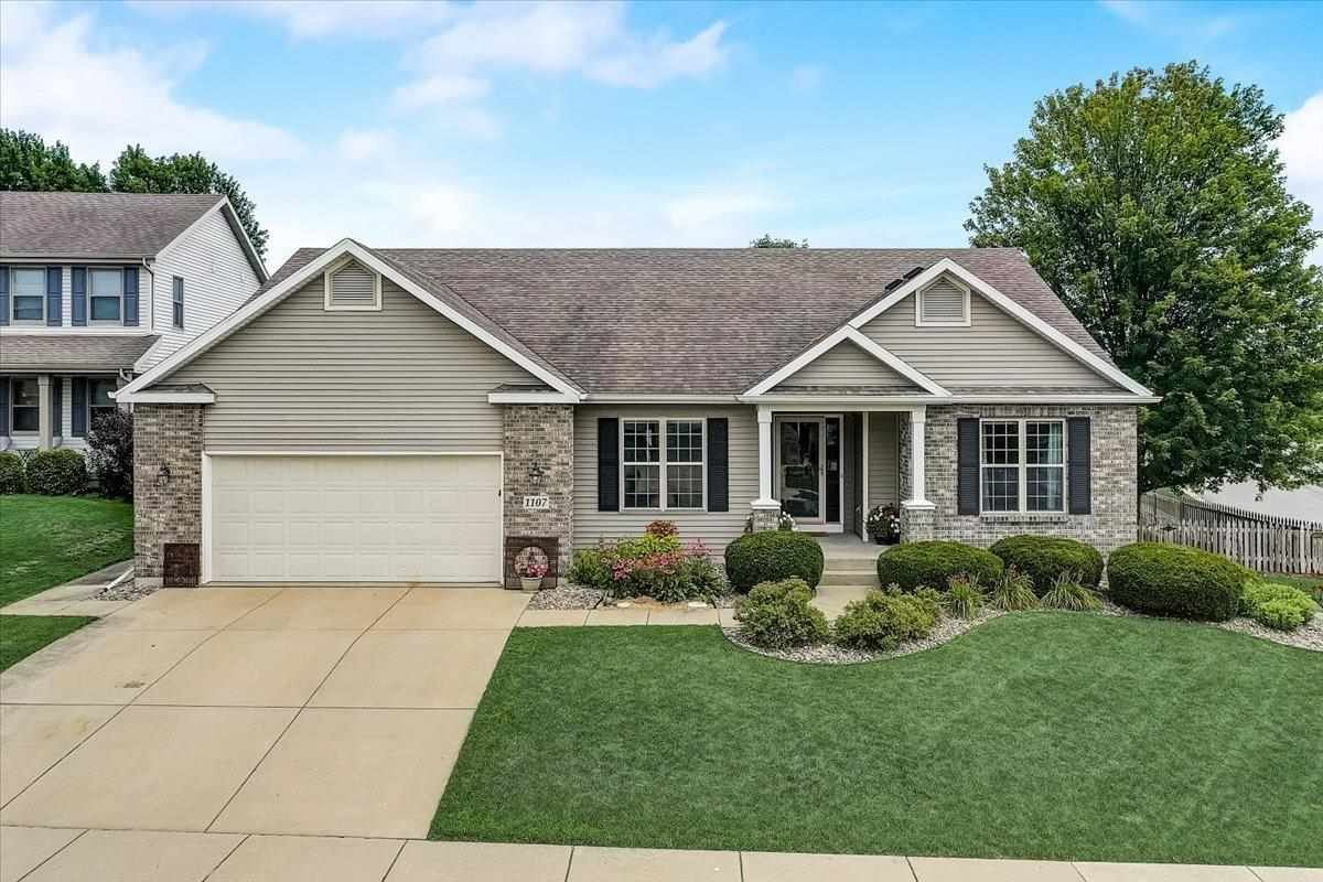 Photo for 1107 Turnberry Ct, Waunakee, WI 53597 (MLS # 1915466)
