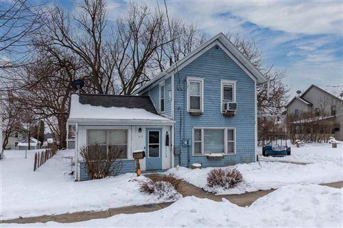 Photo of 517 Oak St, Stoughton, WI 53589 (MLS # 1900467)
