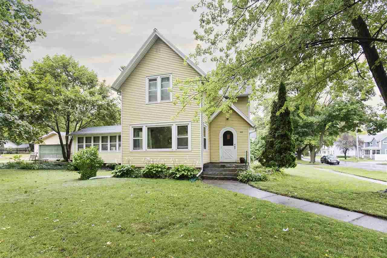 400 Barrie St, Fort Atkinson, WI 53538-1725 - #: 1893468