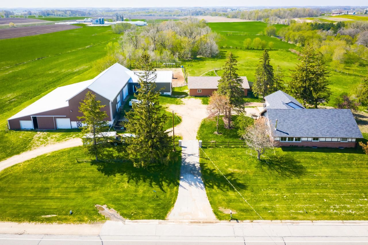 W3839 State Road 33, Horicon, WI 53032 - #: 368469