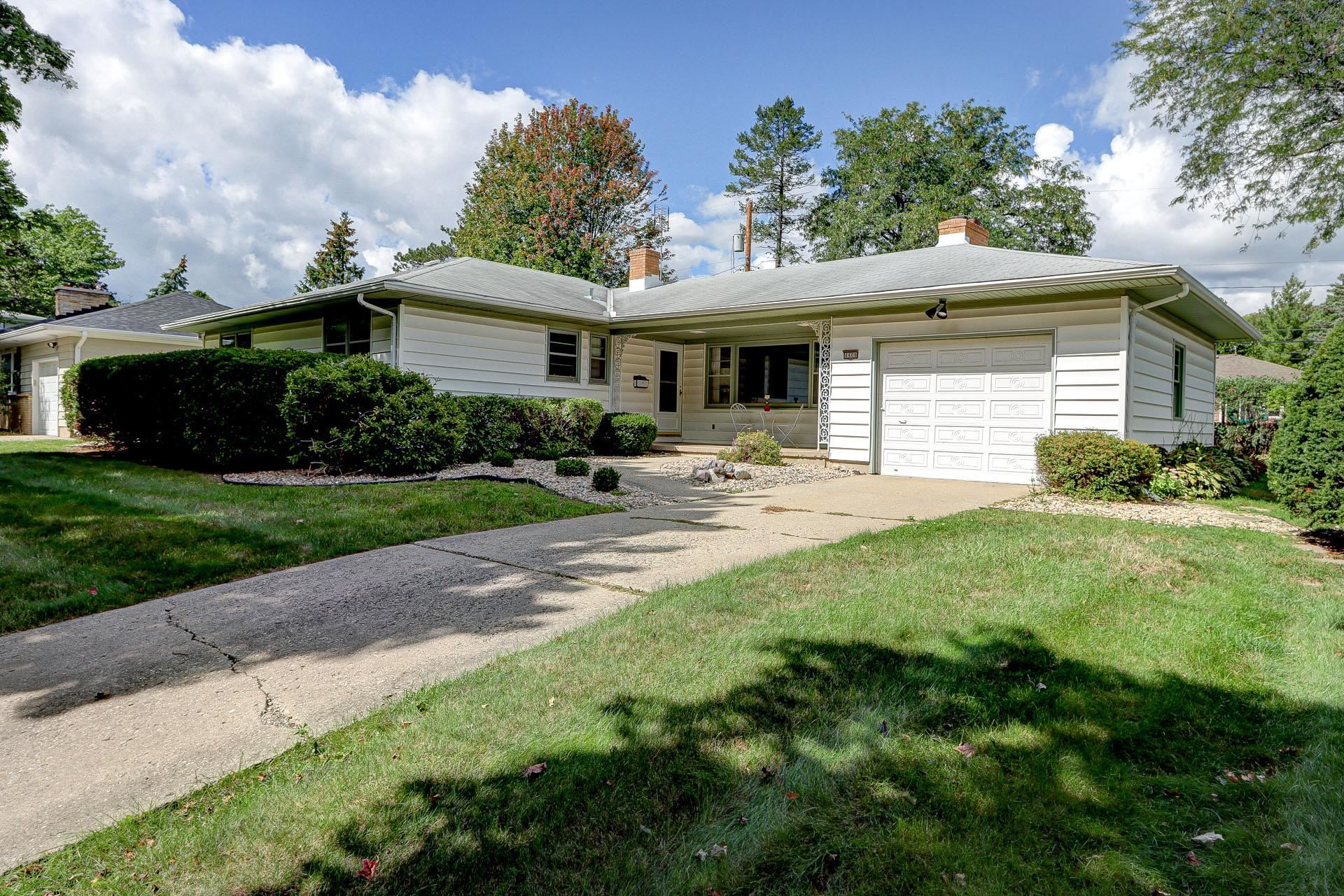 Photo for 4406 Rolla Ln, Madison, WI 53711 (MLS # 1919481)