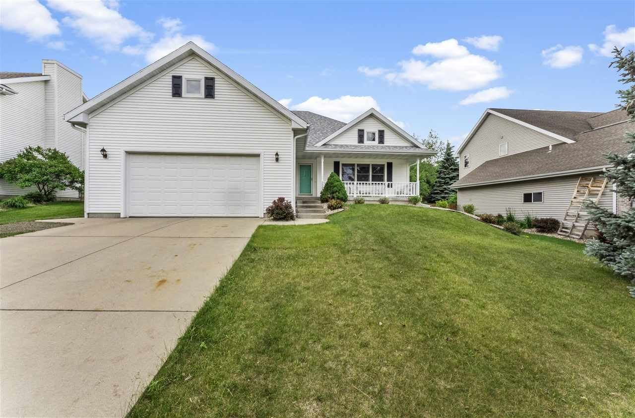 Photo for 5527 Sparkle Stone Crescent, Fitchburg, WI 53711 (MLS # 1911490)